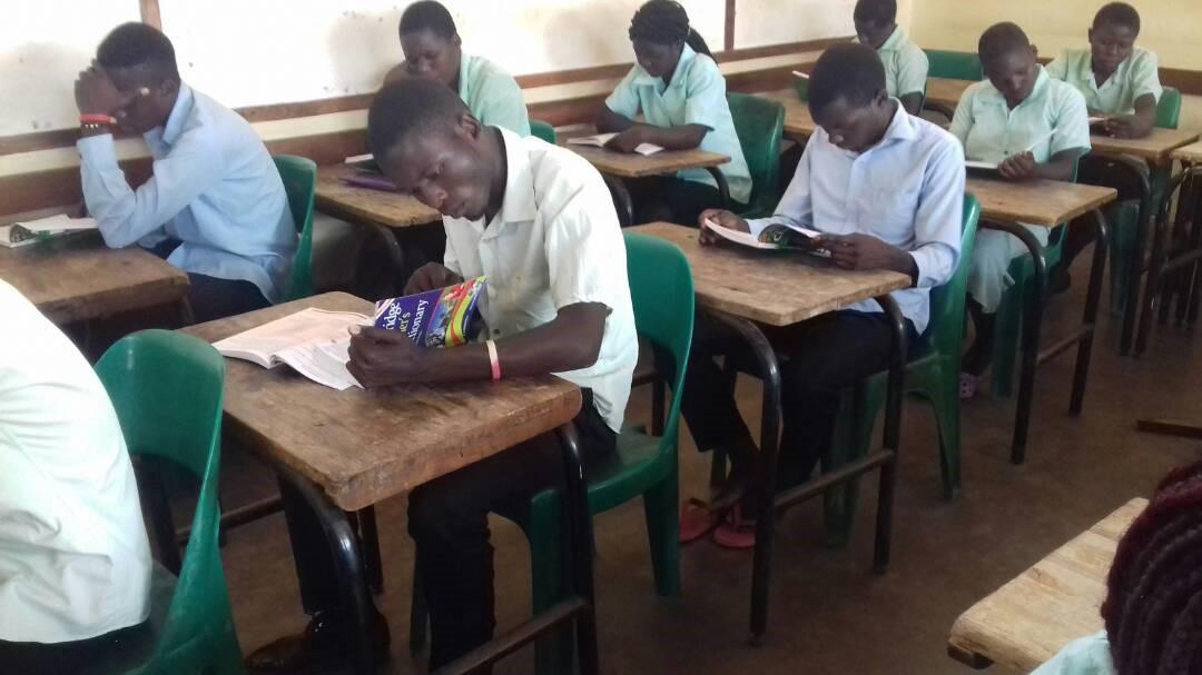 Kasungu TTC Open Secondary School, boeken studeren